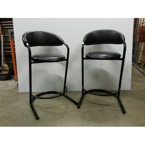 Fabulous Lot Of 2 Black Metal And Leather Low Back Bar Stools Machost Co Dining Chair Design Ideas Machostcouk