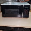 White Camco 500W Microwave Oven