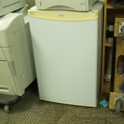 Danby Compact Refrigerator Fridge w Freezer Mini Bar