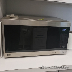 LG 1.5 cu-ft. NeoChef Countertop Microwave with Smart Inverter