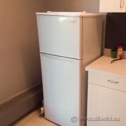 Danby White 8.8 cu ft Apartment Size Refrigerator Fridge Freezer ...