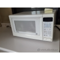 Goldstar White 1.1 cu ft 850 Watt Microwave Oven