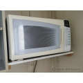 Panasonic White NN-S562WF 1.2 Cu Ft 1300 Watt Microwave Oven
