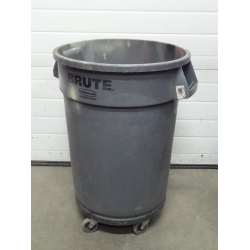 Rubbermaid Brute Grey 32 Gallon 121 Litre Garbage Can W