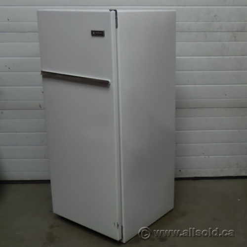kelvinator apartment size beer fridge freezer refrigerator