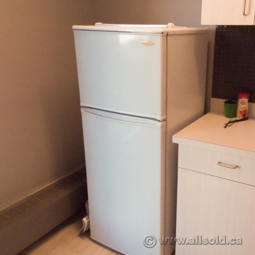 danby white 8 8 cu ft apartment size refrigerator fridge freezer