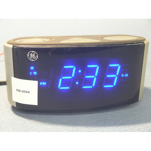 ge dual wake alarm clock with radio buzz snooze sleep buy sell used office. Black Bedroom Furniture Sets. Home Design Ideas