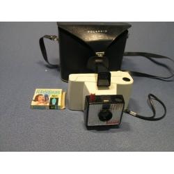Vintage 1965 Polaroid Land Camera with Case & Bulbs