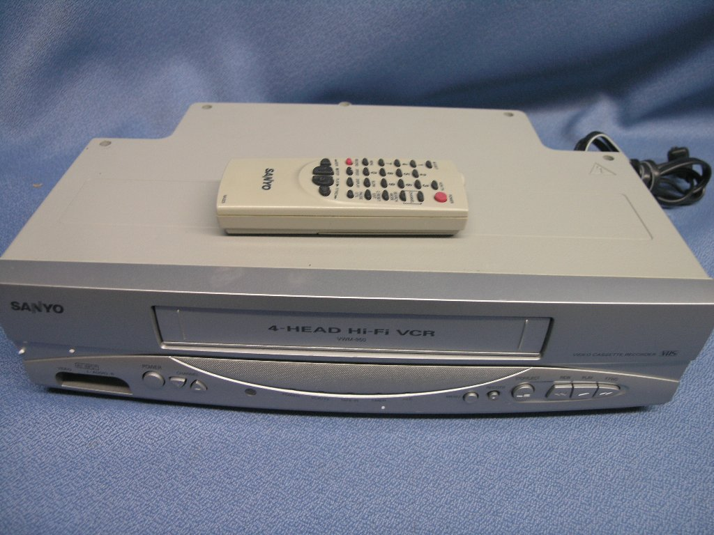 Magnavox Cmwv405 Vcr Player Vhs Allsold Ca Buy Amp Sell