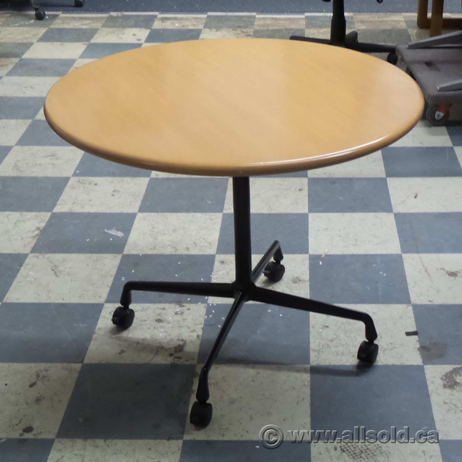 Herman Miller Blonde 36 Quot Round Rolling Meeting Table
